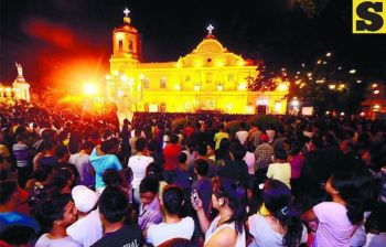 CEBU METROPOLITAN CATHEDRAL: Usa kini sa mga mabulukong hulagway sa Cebu Metropolitan Cathedral sa mga miaging misa de gallo. (SunStar file photo)