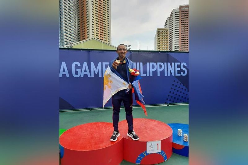 SEAG CHAMP. Mark Anthony Alcoseba of Davao City celebrates their gold medal after beating Thailand, 2-1, in their 30th Southeast Asian (SEA) Games men's soft tennis team finals at the Rizal Memorial Tennis Center yesterday, December 10. (Contributed photo)