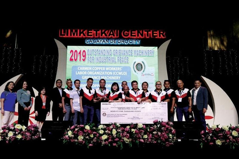 HONORED. The Carmen Copper Labor Management Relations Committee—composed of the Carmen Copper Human Resource and Legal team members and officers of Carmen Copper Workers' Labor Organization—receives the Outstanding Grievance Machinery for Industrial Peace Award during the the 21st National Convention on Labor-Management Cooperation held in Cagayan de Oro City on Nov. 21, 2019. (Contributed photo)