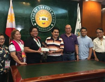 BACOLOD. Dangerous Drugs Board representatives led by Melanie Castillo turn over the check worth P5 million to Mayor Evelio Leonardia, Vice Mayor El Cid Familiaran and other city officials at the Bacolod Government Center on Monday, December 9. (Merlinda A. Pedrosa)