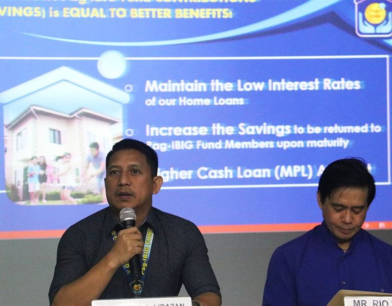 UPDATES. Wilmer Lirazan (left), department head at Pag-Ibig Fund and Rio Teves (right), vice president for member services operations at Pag-Ibig Fund give updates on housing loans and public action event on Dec. 16, 2019, during the Kapihan sa PIA at  the Pag-Ibig Fund Tower in Cebu Business Park, Cebu City. (Sunstar Photo / Amper Campaña)