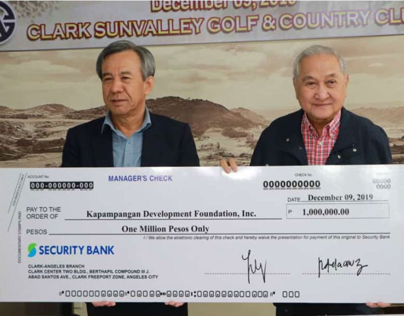 PAMPANGA. Donggwang Clark Corporation Chairman Lee Shin Kun (left) turned over the P1-million check to Kapampangan Development Foundation president Benigno N. Ricafort for the medical and educational assistance to Filipino veterans of the Korean War and their descendants. (Chris Navarro)