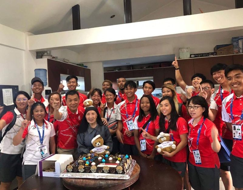PAMPANGA. Singaporean athletes held a gift-giving activity at the Duyan ni Maria Children's Home in Mabalacat City. The foreign athletes were welcomed by Sister Alessandrina Casas, the founder of the organization. (Contributed photo)