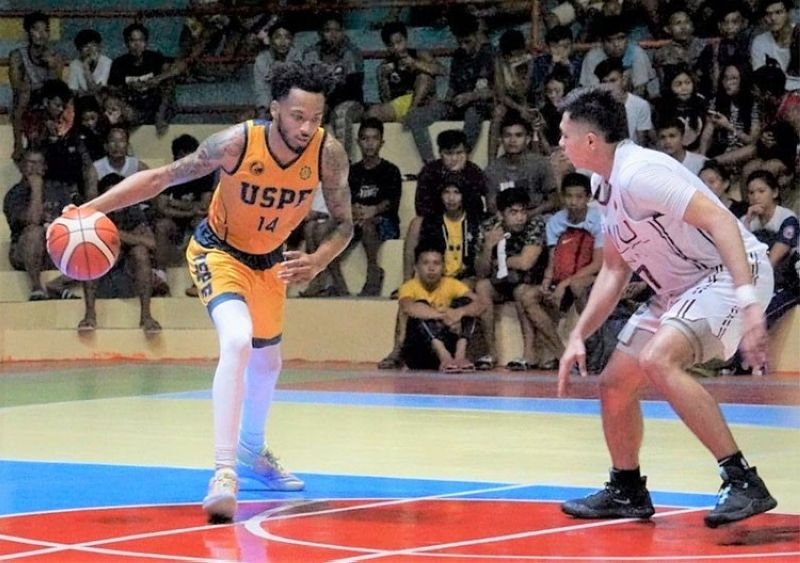 ONE ON ONE. USPF's Sameen Swint sizes up his defender in their game against SWU-Phinma.  (Sunstar Photo / Jun Migallen)