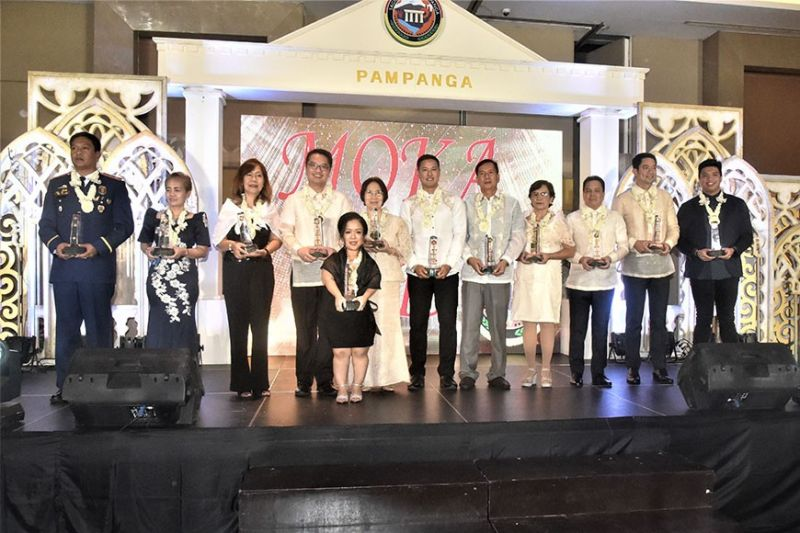 PAMPANGA. The Moka 2019 awardees gather at Royce Hotel and Casino to receive their trophies that symbolize the celebration of their exemplary contributions to the Kapampangan race. (Contributed photo)