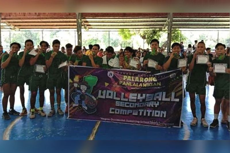 BACOLOD. Bacolod City secondary volleyball boys in posterity after clinching the title on Thursday beating Area 4 in 5 sets in the just concluded 2019 Palarong Panlalawigan. They will be representing Negros Occidental in the upcoming Regional Meet in Makato, Aklan. (Jerome S. Galunan Jr.)