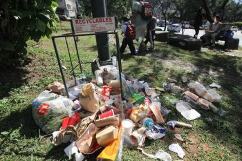 BAGUIO. With the lack of garbage bins, trash is scattered all over the park outside the Post Office at Upper Session Road. (Photo by Jean Nicole Cortes)