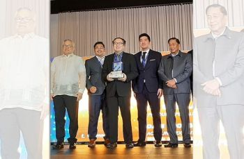 Department of Trade and Industry secretary Ramon Lopez with the Alliance Team led by Kendrick Chong, director for business development and partnerships and Dr. Sergio Ortiz-Luiz Jr., PhilExport president.
