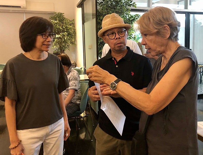 DAVAO. Bobeep Ayala-Elizaga, daughter of Tita Lacambra-Ayala talking to artists Victor Secuya and Maria Morales. (Photo by Lia Lopez Chua)