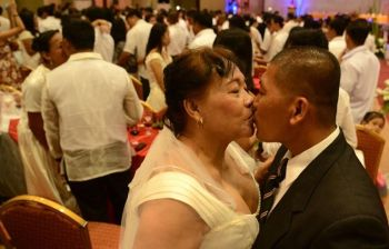 UNWED COUPLES get lucky. Through an ordinance approved by the Cebu City Council, unwed couples living in the city could avail themselves of City Hall's yearly mass weddings without spending a centavo. (SunStar file photo)