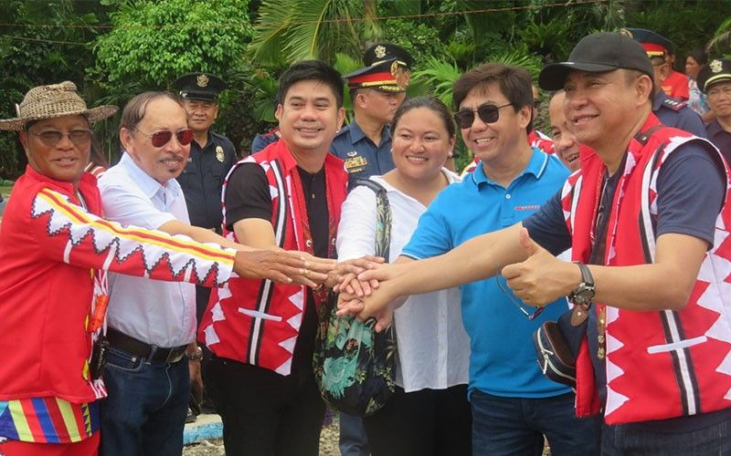 "WE ARE ONE. Officials who attended the launch of the 500-day countdown to the quincentennial celebration of the Victory in Mactan are (from left) Team Balangay expedition leader Arturo Valdez, Lapu-Lapu City Vice Mayor Celsi Sitoy, Agusan del Norte 1st District Rep. Lawrence Lemuel Fortun, San Vicente, Palawan Mayor Amy Alvarez, Lapu-Lapu City Mayor Junard ""Ahong"" Chan, National Historical Commission of the Philippines chairman Dr. Rene Escalante and Butuan City Mayor Ronnie Vicente Lagnada. SunStar Photo / Allan Cuizon"