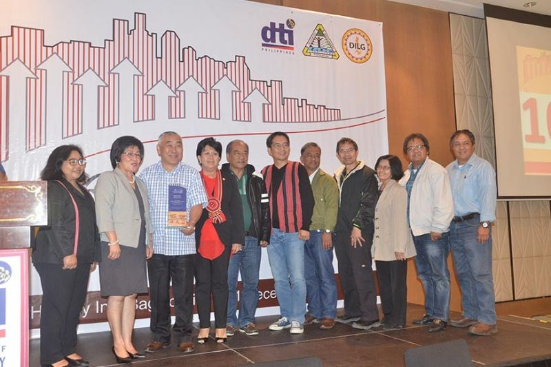 BAGUIO. Benguet was awarded as the Most Competitive Province in the Cordillera Administrative Region (CAR) based on the 2019 Cities and Municipalities Competitiveness Index. Municipal mayors and PLGU Benguet representatives received the award during the CMCI regional awarding ceremony at Holiday Inn Baguio Centre, Wednesday, December 11, 2019. (Photo by Lito Dar)