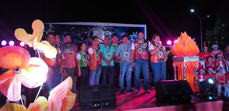 LA CASTELLANA. La Castellana Mayor Rhumyla Nicor-Manguilimutan (right) with other town officials during the kick-off ceremony of the 21st Bailes de Luces Festival at the municipal hall grounds Saturday. (Photo by Erwin P. Nicavera)
