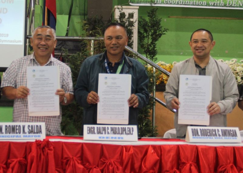 LA TRINIDAD. Officials of La Trinidad, Benguet and Department of Natural Resources in Cordillera signed on December 13 a memorandum of agreement for the Forest Land Use Plan of the town. The plan indicates forestland declared as needed for forestry purposes both production and protection forests.(Photo by Lauren Alimondo)