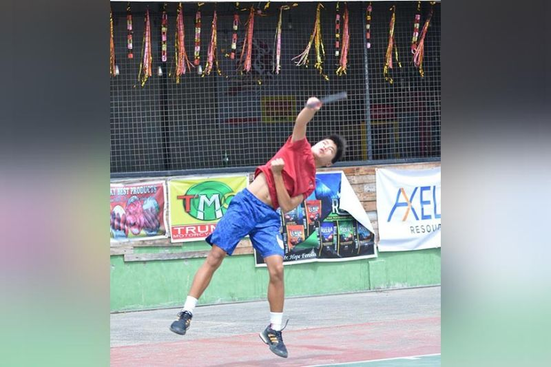 DAVAO. Andre Kenny Sing of Davao City shows his fiery form in bagging two titles in the 9th Elias Dacudao Cup Junior Tennis Tournament held at Las Terrazas Subdivision indoor tennis courts in Maa, Davao City Sunday, December 15. (Boy Diong)
