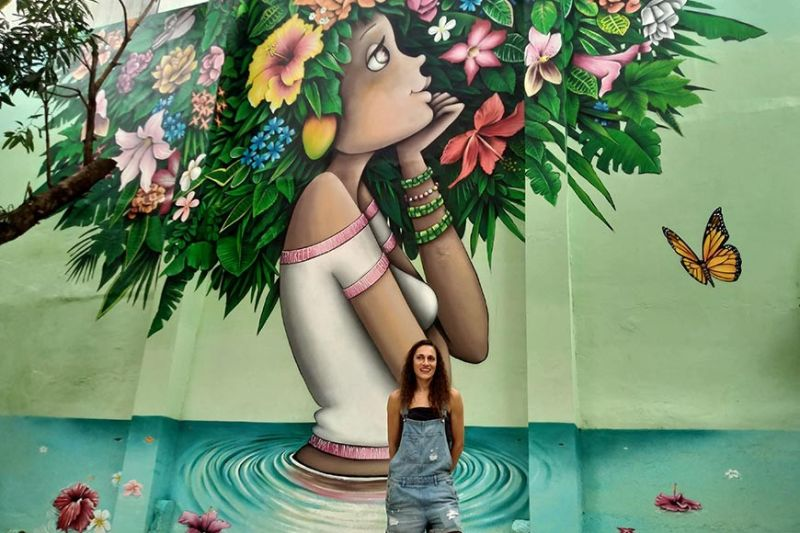 "SUMMER BLOOM: French street artist Vinie Graffiti brings her larger-than-life portraits of women to Cebu. This eye-catching and ""insta-grammable"" 7.5-meter-tall piece of art is one of the highlights at  Summers, a new dessert destination along Don Jose Avila St., Cebu City. (SunStar photo / Johanna Bajenting)"