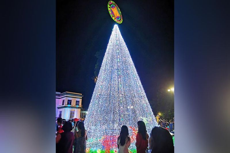 NEGROS. The giant Christmas tree mounted by the City Government of Victorias. (Carla N. Cañet)