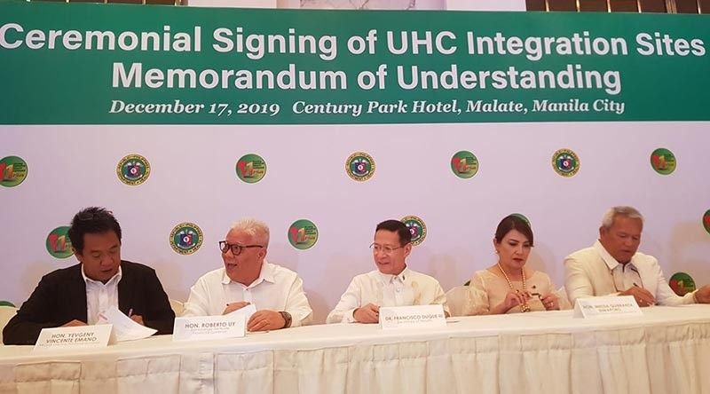 CAGAYAN DE ORO. Cagayan de Oro City Mayor Oscar Moreno and Governor Yevgeny Vincente Emano joined the MOU signing for the Universal Health Care (UHC) implementation in Manila, Tuesday, December 17. (Photo by CIO)