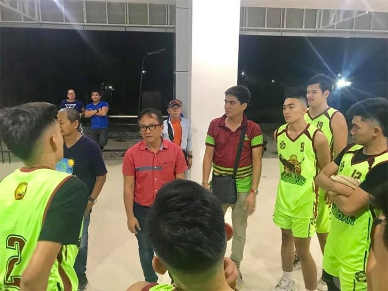 "TAGOLOAN. Tagoloan Mayor Gomer ""Enan"" Sabio and sports-in-charge Van Halen Parmis are seen here briefing up the local boys from Tagoloan Community College (TCC) about their roles in the ongoing commercial basketball league at the Tagoloan Dome. (Contributed photo)"