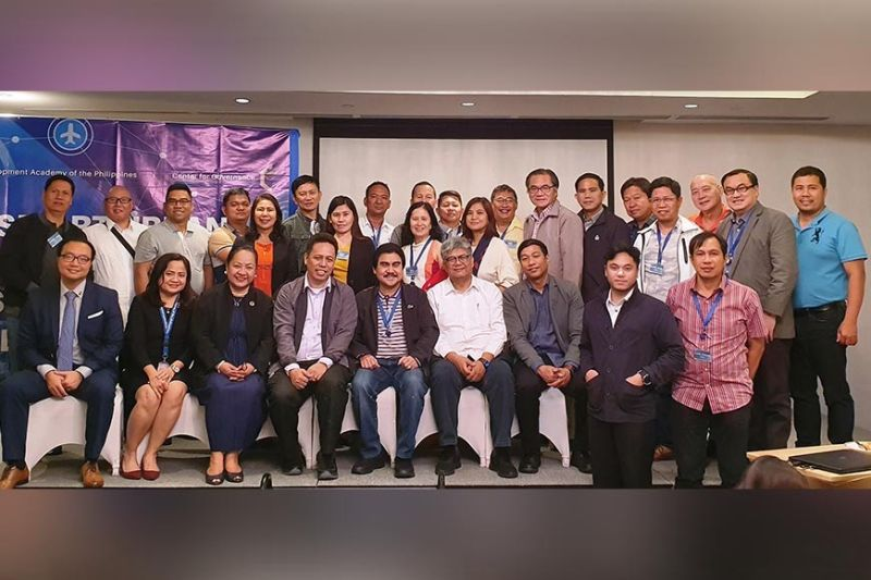 """BACOLOD. Bacolod City Mayor Evelio Leonardia, Councilor Archie Baribar, City Legal Officer Joselito Bayatan, Secretary to the Mayor Edward Joseph Cuansing, and MITCS head Ramon Delos Reyes, with Development Academy of the Philippines officials, speakers, and other participants to a one-day seminar on """"Smart Urban Governance for Sustainable Cities and Communities"""" in Pasig, Metro Manila on Tuesday, December 17, 2019. (Contributed photo)"""