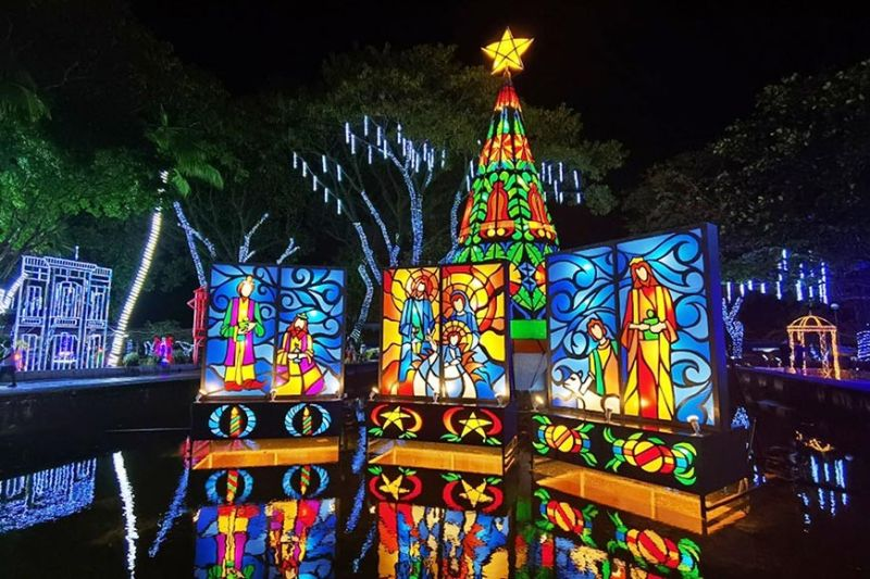 NEGROS. Silay City mounts remarkable Christmas village at its public plaza. It is a sight to behold for Silaynons and Negrenses alike. CNC photo