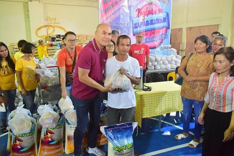 PAMPANGA. Mabalacat City Mayor Crisostomo Garbo leads the distribution of food packs to indigent families in the city. (Contributed photo)