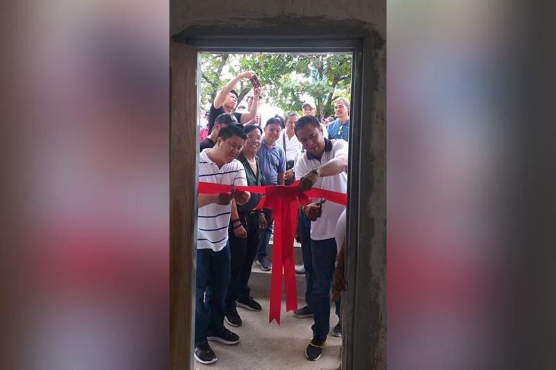 PAMPANGA. Representative Juan Pablo Bondoc and Mayor Danilo Guintu cut the ribbon for the new Osca office. Looking on are Vice Mayor Boboy Lacap, FSCA president Johnny Balingit and former Board Member Nestor Tolentino. (Princess Clea Arcella)