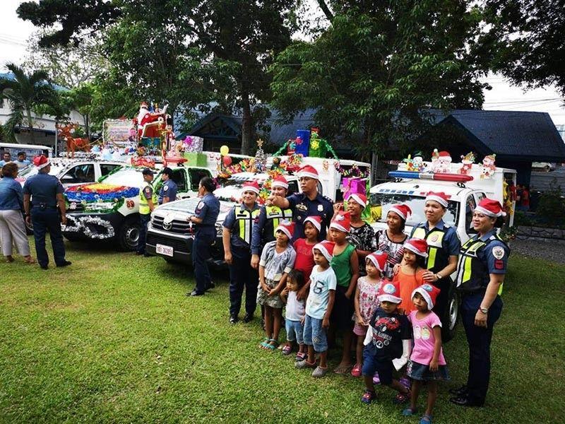 Davao City Police Office celebrates Christmas with young kids through Pamaskong Handog. (Macky Lim)