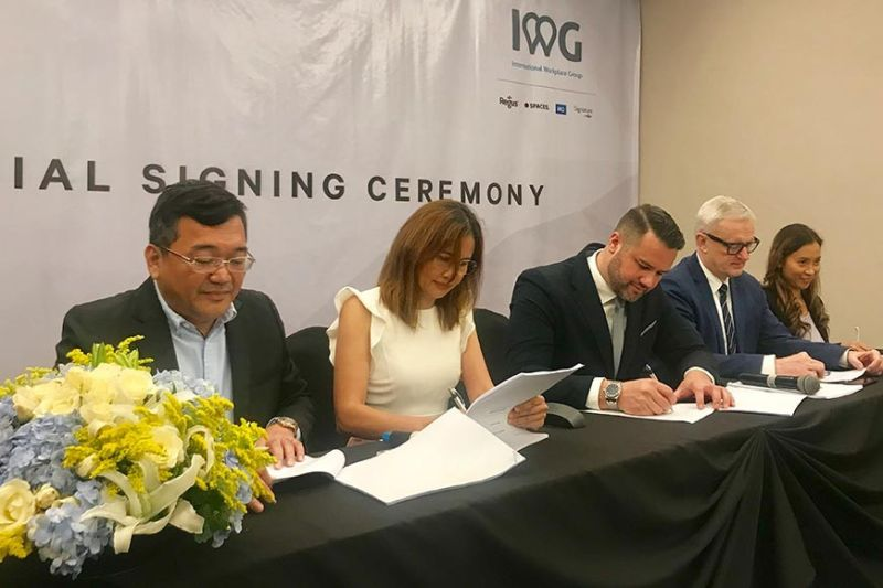 LONG-TERM PARTNER-SHIP. From left, Ray Go Manigsaca, chief execuitve officer and president of AppleOne Properties Inc.; Venus Manigsaca, chairman of AppleOne Properties Inc.; Matthew James Kenley, head of partnership growth of Asia Pacific-International Workplace Group (IWG); Lars Wittig, IWG's country manager for Philippines,  Thailand, Vietnam, Cambodia and South Korea; and Rowena Natividad, head of partnership growth of IWG Philippines; during the signing of the franchise partnership agreement between AppleOne Inc. and IWG on Wednesday, Dec. 18, 2019 in Diamond Suites and Residences. (SunStar photo / Katlene O. Cacho)