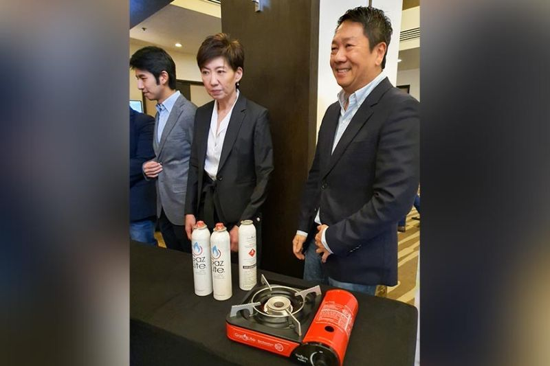 NEW PLAYER. Pascal Resources Energy Inc. officials present the Gaz Lite Mate during the product launching on Tuesday, Dec. 17, 2019, which they are offering as a safer option to butane canisters. (SunStar photo / Arni Aclao)