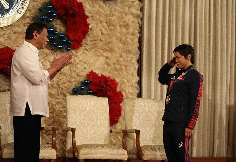 MANILA. President Rodrigo Roa Duterte gets a salute from weightlifting gold medalist Hidilyn Diaz during the awarding of the Order of Lapu-Lapu Rank of Kamagi to the 2019 Southeast Asian Games medalists at the Malacañan Palace on December 18, 2019. (Presidential photo)