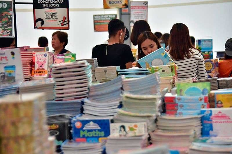 TEST OF FAITH. Non-readers who are promoted year after year in the educational system mean problems beset not just students but educators, librarians, parents, public officials and other stakeholders. (File Foto)