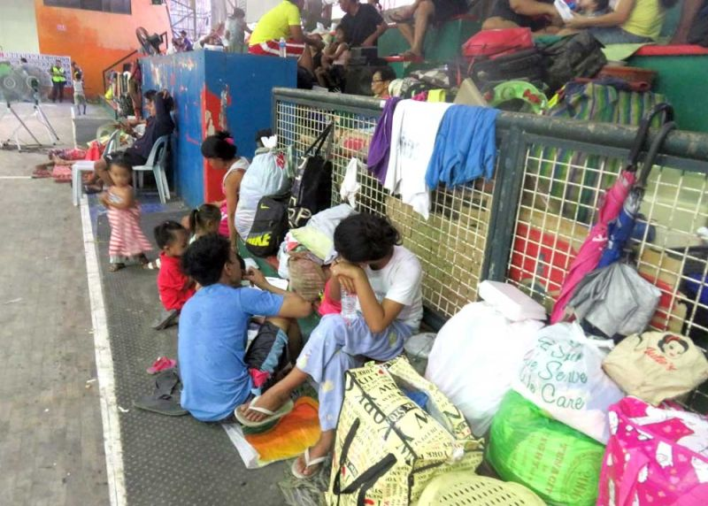 WAITING FOR HELP. Fire survivors in Barangay Inayawan, Cebu City are temporarily sheltered at the Emilio Jaca Sr. Sports and Cultural Center. The blaze that hit Sitio Lourdes on Friday, Dec. 20, 2019, displaced 102 families. (SUNSTAR FOTO / ALLAN CUIZON)
