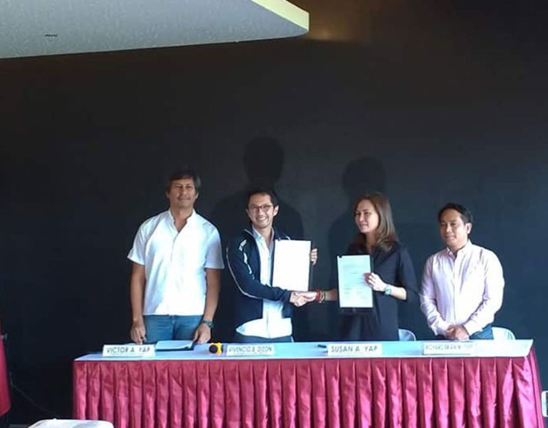 PAMPANGA. Governor Susan Yap and BCDA President Vince Dizon during the formal signing of an agreement between the BCDA and the provincial government of Tarlac for the stewardship of the 47-hectare property inside the New Clark City. (Reynaldo G. Navales)
