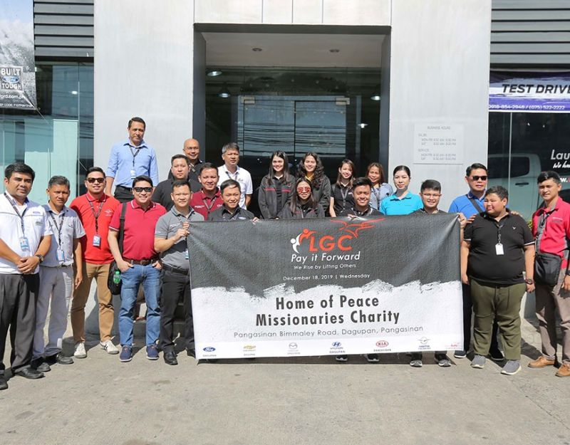 DAGUPAN. Executives from LausAutoGroup headed by Executive Director Carisa Laus, COO Alfie Adriano and Haima chief Donald Calma pay it forward and prepare for the feeding program at the Home of Peace Missionaries Charity in Dagupan City on Dec. 18, 2019 courtesy of the Levy P. Laus Foundation. (MSCCD photo)