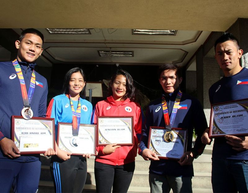BENGUET PRIDE. Contributing to the success of the country during the 30th Southeast Asian Games, Benguet athletes were recognized by the provincial government on Monday. Honored were (from left to right) Jedd Andre Kim, Rusha Mae Bayacsan, Jenelyn Olsim, Ariel Lee Lampacan and Jerry Olsim. Photo by Lauren Alimondo
