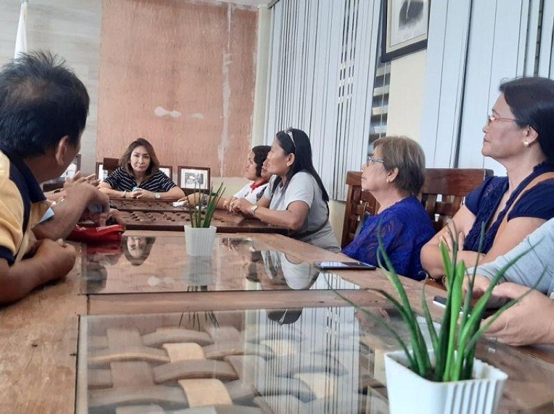 CEBU. Lakip sa gisaad ni Cebu Governor Gwendolyn Garcia mao ang tabang sa pag-ayo sa mga imprastraktura ug kadalanan nga nadaot sa bagyo. (Hulagway kuha ni Arvie Veloso)