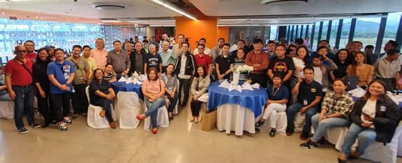 """TARLAC. Bases Conversion and Development Authority (BCDA) president Vince Dizon, Clark Development Corporation (CDC) president Noel Manankil and chairman Jose """"Ping"""" De Jesus join members of Pampanga and Central Luzon Media during the recent Christmas fellowship at the New Clark City in Capas, Tarlac. (Chris Navarro)"""