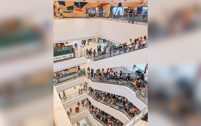 EXCITING YEAR AHEAD. Since it opened its doors to the public on Dec. 6, 2019, Ayala Malls Central Bloc has been receiving a good following not only from its captive market—the over 150,000 Cebu I.T. Park employees—but also from those outside the business district. Industry leaders in Cebu remain confident of Cebu's positive growth in 2020 driven by the healthy spending, rise of new businesses and the overall healthy economic condition of Cebu. (Photo grabbed from Ayalamalls Central Bloc facebook page)