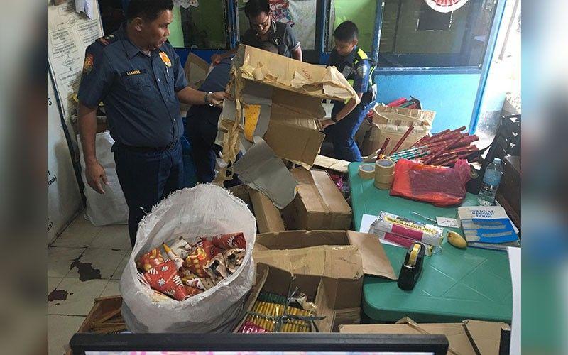 NASAKMIT: Ang Cebu City Police Office (CCPO) mipakita sa pipila ka mga pabuto nga ilang nasakmit sa paghingusog sa pagpamaligya sa ilegal pabuto ug ilegal nga pagpamaligya. (Benjie B. Talisic)