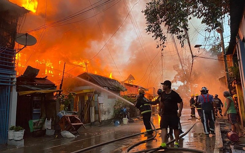BIG FIRE: Fire hits a densely populated section of Barangay Duljo Fatima, Cebu City on Tuesday afternoon, Jan. 2, 2020, reducing 70 houses to ash and leaving 400 people homeless. (Benjie B. Talisic)