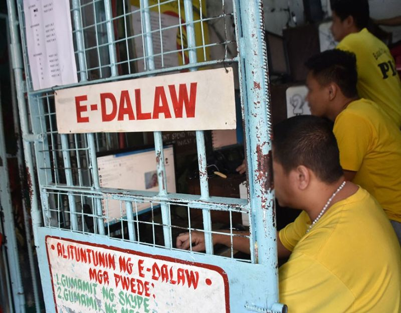 """BAGUIO. Persons deprived of liberty were given a chance to talk and interact with their loved ones during the Christmas season through the """"e-dalaw"""" or using the internet and the social media provided by the management of the Baguio City Jail. (Photo by Redjie Melvic Cawis)"""