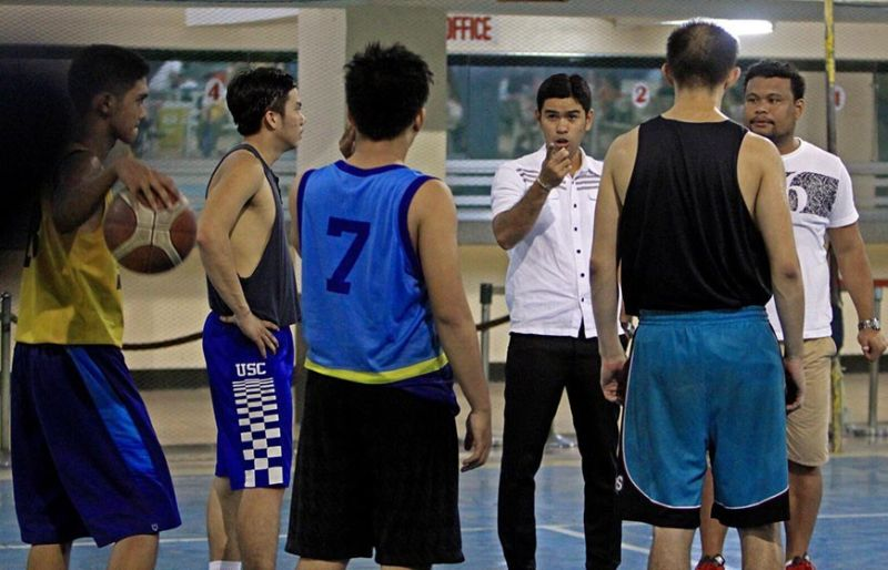 SEARCH for new coach. The University of Cebu is strongly considering to bring back former coach Kern Sesante (fourth from left). Sesante, a lawyer by profession, last held the coaching duties for the Webmasters in 2016. (Contributed photo)