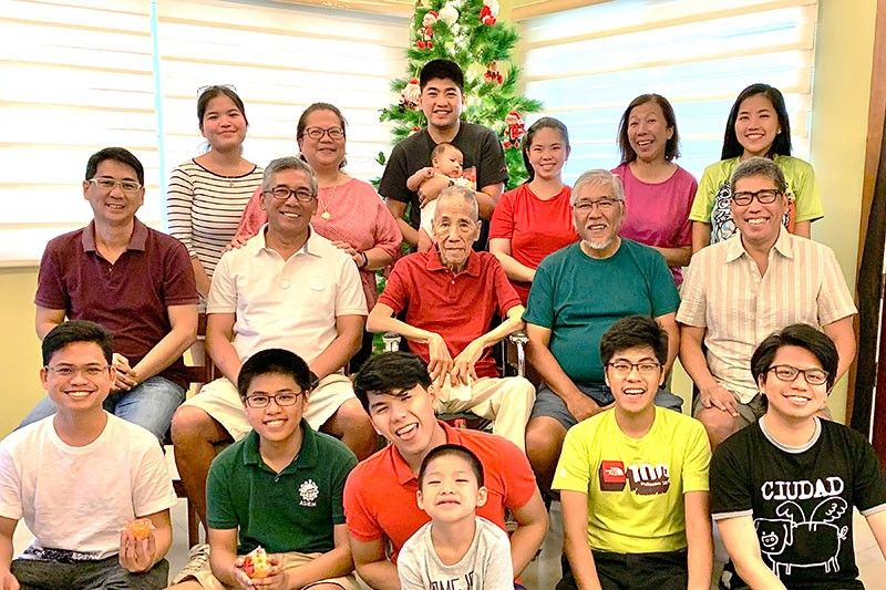 Dad celebrates his 87th at the great grandkids home on the last day of the year. (Photo by Jinggoy I. Salvador)