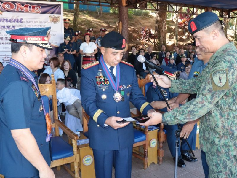 BAGUIO. Police Major General Benjamin Lusad turns over his badge to the Philippine National Police to formally end his 38 years of public service in government December 31, 2019 who served as the chief of the PNP Special Action Force. (PRO-Cordillera photo)
