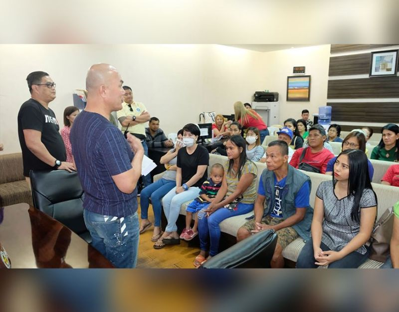 PAMPANGA. Mayor Cris Garbo led the distribution of P250,000 worth of financial assistance to some 34 indigent constituents earlier on Sunday, January 5, 2020. Each beneficiary received their outright cash ranging from P10,000 and below. Accompanying the mayor was Councilor Carlo Dizon, who chairs the Urban Poor Committee. (MCG-CIO photo)