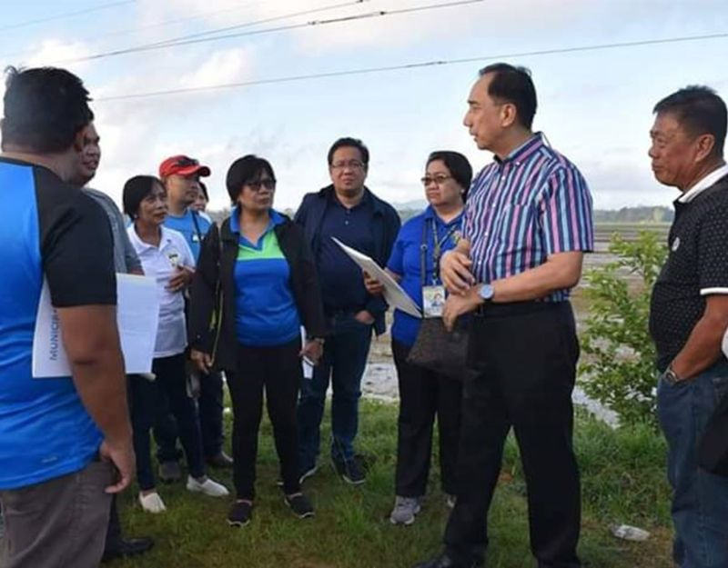 Agriculture Secretary William Dar (second from right) during his visit in Iloilo recently. (Contributed photo)
