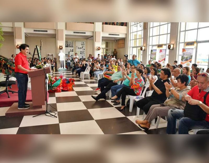 FIRST MASS. Mayor Evelio Leonardia delivers his New Year's message before City Hall employees during the First Friday Mass, officiated by Fr. Farley Ray Santillan, which was also the first mass for 2020, at the Bacolod City Government Center, Friday, January 3. (Courtesy of Bacolod City PIO)
