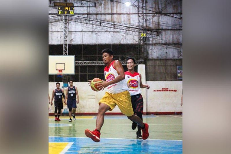 AMCOD's Junrie Hoybia goes all the way for a lay-up. (Contributed photo)