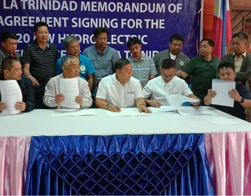 BENGUET. Officials of La Trinidad led by Mayor Romeo Salda and Vice Mayor Roderick Awingan with Abotiz Power officials led by senior vice president Chris Faelnar inked a memorandum of agreement Monday, January 6, 2020, at the Lednicky Hall for the construction of a 20-megawatt hydropower project, which will cover Sablan and La Trinidad. (Lauren Alimondo)